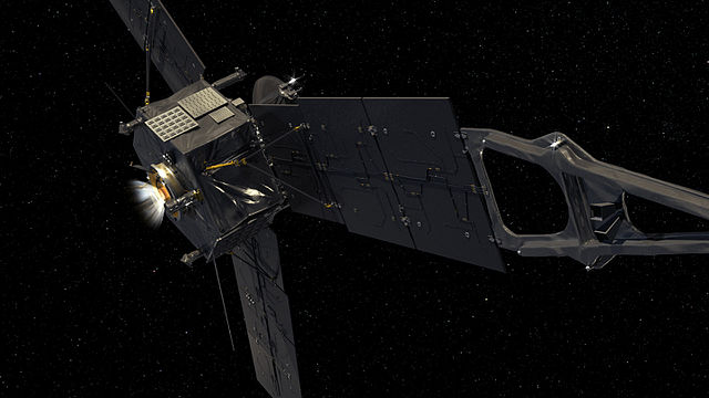 ภาพยานสำรวจอวกาศจูโนกับเครื่องยนต์หลัก